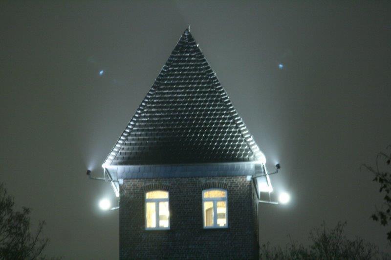 Wasserturm Norf beleuchtetTurmzimmer