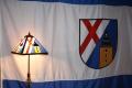 Lampe und Norfer Wappenfahne